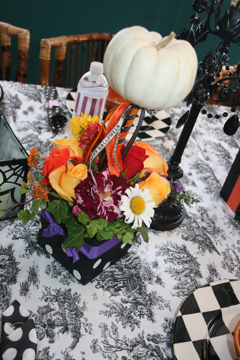 Halloween birthday party decoration ideas - My Mom Made The Centerpieces