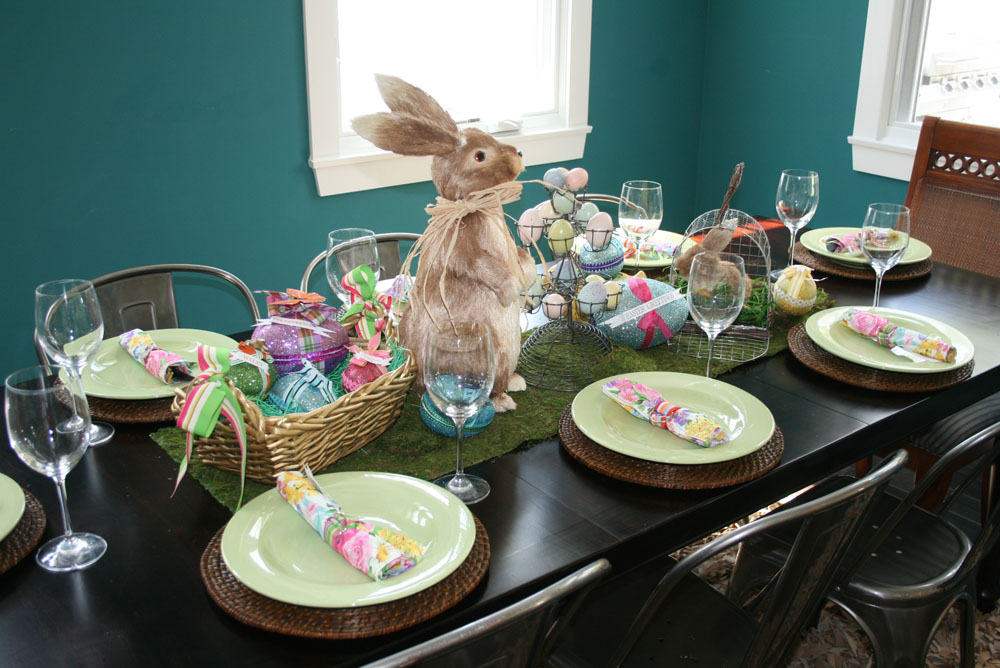 Holiday cakes likes a party place setting rattan chargers from cost plus green plates from ross of all places got these when we lived in hawaii and i think that the rosses out there solutioingenieria Gallery